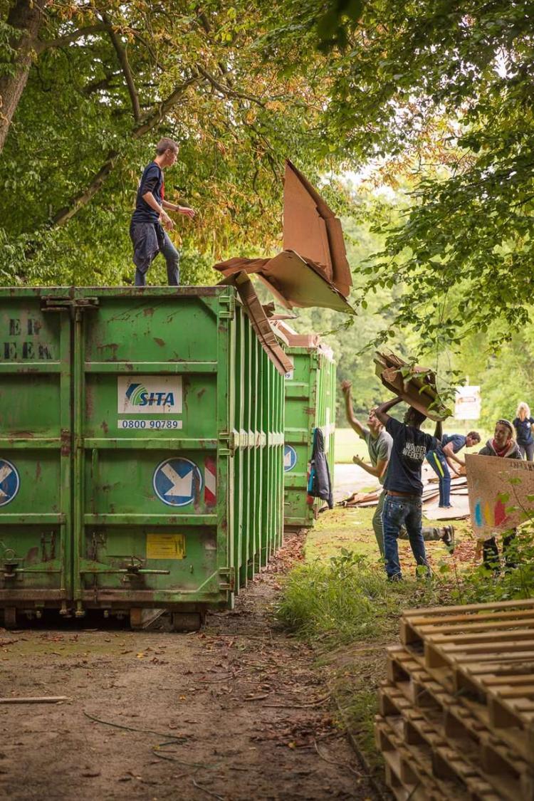 KARTENT Tenda Kardus berbahan kardus hasil daur ulang yang ramah lingkungan, Kuat dan anti air seperti tenda standar yang digunakan pada festival musik