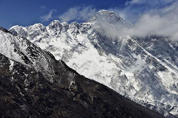 4 Pendaki Everest Ditemukan Tewas Dalam Tenda Para pendaki tersebut ditemukan pada tengah malam di dua tenda di Kemah Empat pada ketinggian 7.950 menter