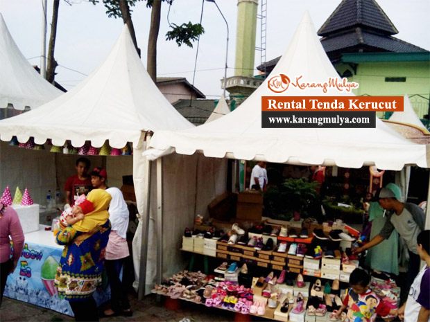 Foto Dan Video | Pemanfaatan Tenda Kerucut Untuk Berjualan Pakaian Seperti Baju, Kaos, Celana Pada Suatu Event Berlokasi Di Tangerang, Banten