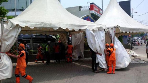 Tenda Untuk Posko Pada Penertiban Kalijodo